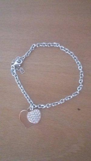 Armband mit zwei Herzanhängern