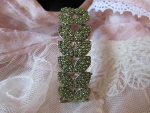 Armband - neu - hellgrüne Glitzersteine, flexibel