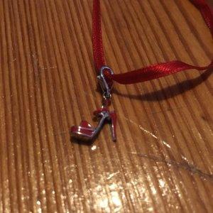 Armband, Originalbänder in Rot mit Highheel, kleinem Tässchen