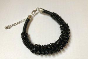 Armband, schwarz mit Perlen