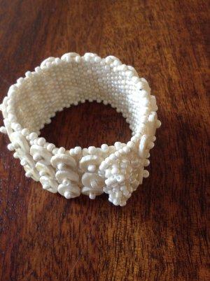 Armband und enge Halskette perlmuttfarben