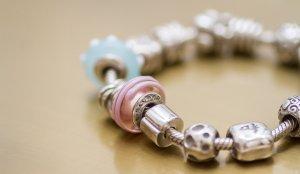Pandora Bracelet à breloques multicolore