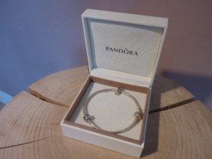 Armband von Pandora mit zwei Chams