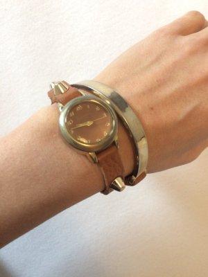 Armbanduhr aus Leder mit Nieten (Quarzuhr)
