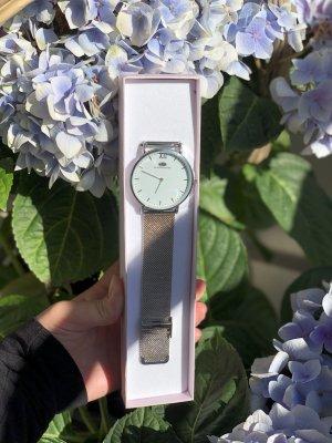 Armbanduhr in Mesh in der Farbe Silber