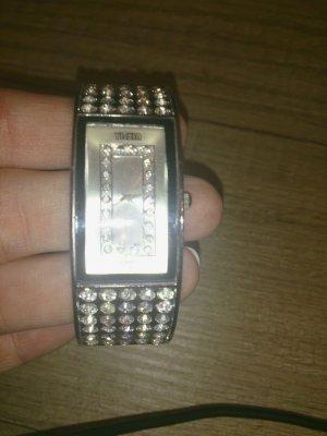 Armbanduhr mit Glitzersteinen