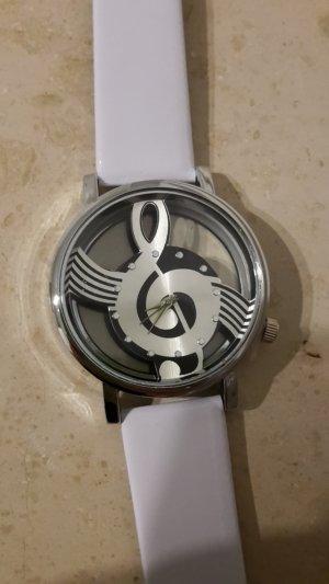 Armbanduhr mit Notenschlüssel