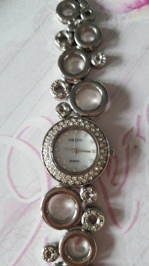 Reloj con pulsera metálica color plata