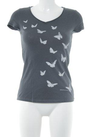 armedangels Camiseta gris oscuro estampado temático look casual