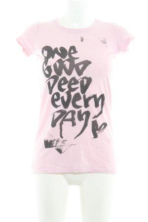 armedangels T-Shirt rosa-schwarz Schriftzug gedruckt schlichter Stil