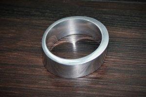 Armreif aus silberfarbenem Metall von Aldo