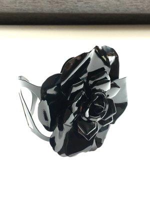 Armreif mit Rosenblüte - schwarz