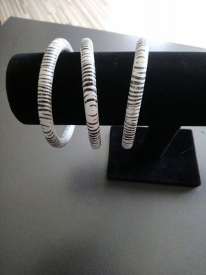 Bangle white-black