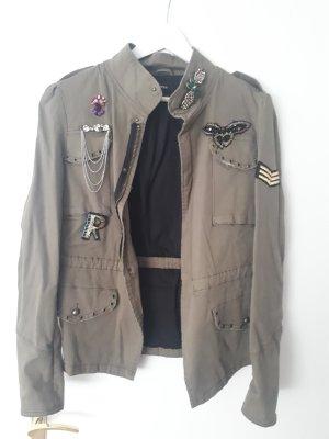 Army Jacke mit Stickerei, Perlen und Aufnähern