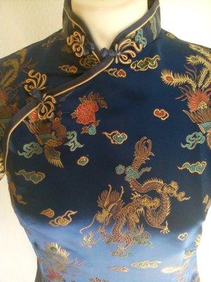 Asiatisches Kleid mit passender Tasche