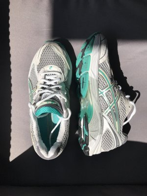 Asics Laufschuhe weiß grau grün