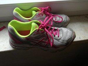 Asics Laufschuhe zu verkaufen