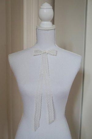 ASOS abnehmbare Schleife aus Spitze weiß creme Vintage Look