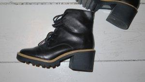 Asos Ankle Boots mit Schnuerung