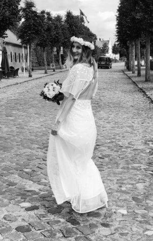Asos Edition Maxi Hochzeitskleid mit Stickerei und Flatterärmel