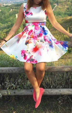 Asos Kleid mit Blumen 34