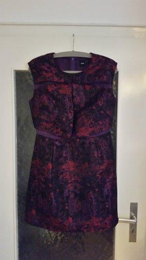 Asos Kleid mit Muster in burgunder, schwarz & pink. Semi-transparente Details.