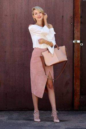 Asos Falda de cuero rosa empolvado look casual