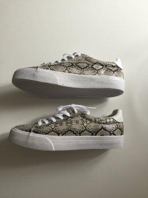 Asos Sneaker mit Schlangenmuster