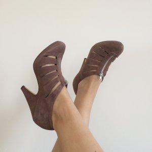 ASOS Stiefeletten High Heels cut out mit Plateau sexy aubergine