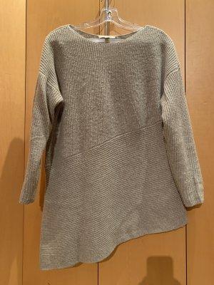Asymmetrischer Wollpullover