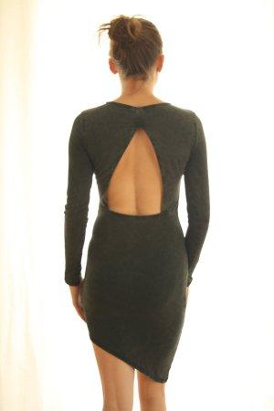 Asymmetrisches Jerseykleid mit Cut-out-Rücken