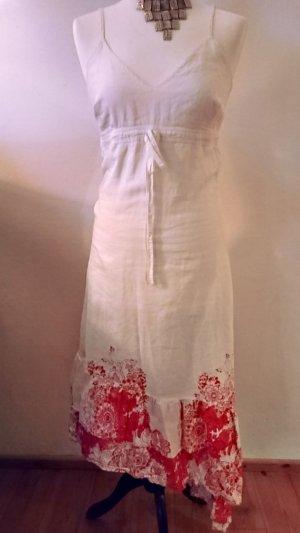 Asymmetrisches weißes Sommerkleid mit roten Blumen