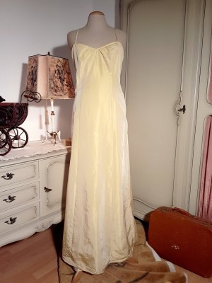 Atemberaubendes rückenfreies Abendkleid