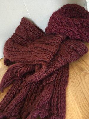 Aubergine-Farbenes Set aus Mütze und Schal