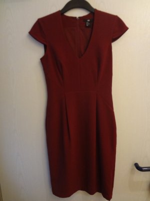Auberginefarbenes Kleid Gr. 34