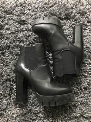 Auffällige hohe Ankle Booties mit blockabsatz und Plateau