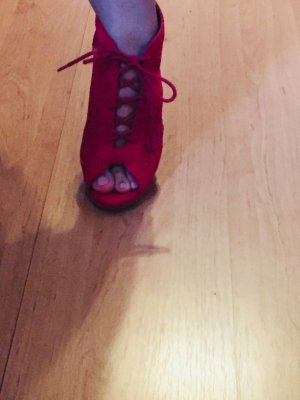 High-Heeled Sandals red