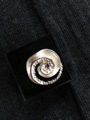 auffälliger Ring