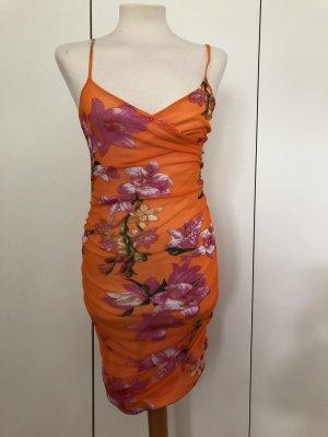 Auffälliges Kleid mit Raffungen