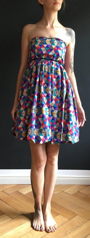 auffallendes buntes Kleid