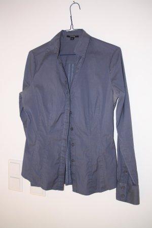 Aufwendig gearbeitete taubenblaue Bluse