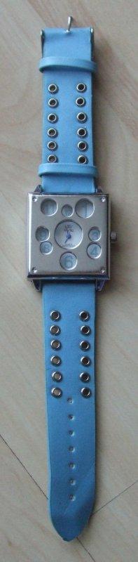 Montre avec bracelet en cuir bleu clair-argenté