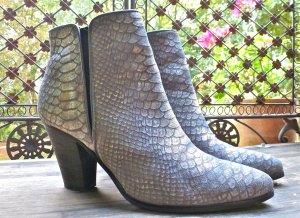 Ausgefallene Echt Leder Stiefelette Silber grau Reptiloptik