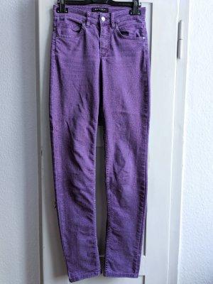 Ausgefallene, lila Jeans mit Leopardenmuster von Rosner