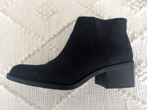 Ausgefallene Schuhe in Schwarz mit Muster