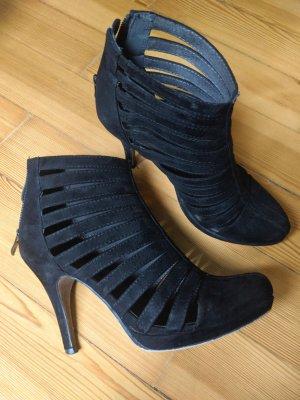 Ausgefallene schwarze High Heels von Tamaris