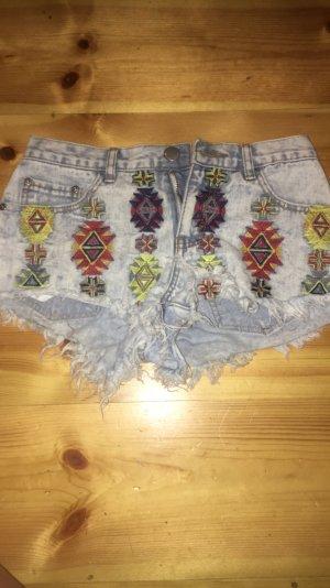 Ausgefallene Shorts von Glamerous