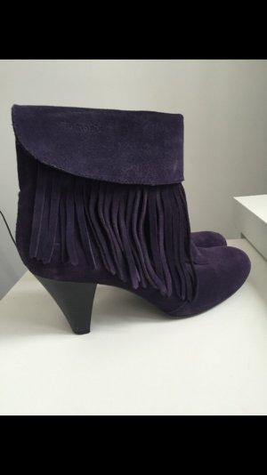 ausgefallene stiefeletten in dunkel lila mit fransen