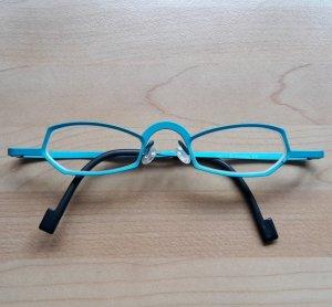 Ausgefallene Titanbrille von Theo