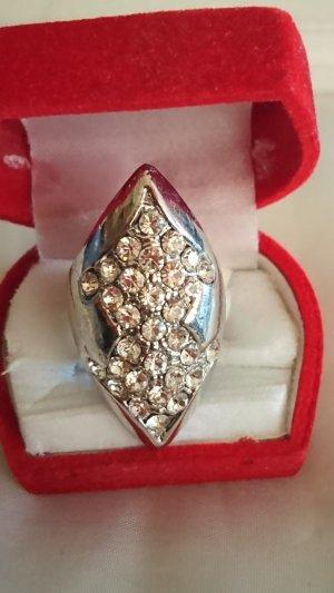 Ausgefallener Maxi Ring mit Krystall Steinchen Gr .18